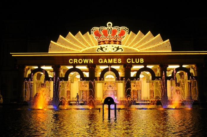Club Crowne International nằm trong Khu nghỉ dưỡng Silver Shores International Resort trên bãi biển Bắc Mỹ An