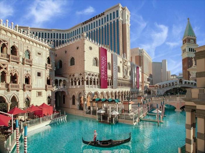 The Venetian là một trong 5 khách sạn. resort hạng sang nằm ở trung tâm Las Vegas